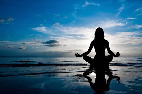 Meditare per un quarto d'ora ha gli stessi effetti benefici di quando ci prendiamo un giorno di ferie