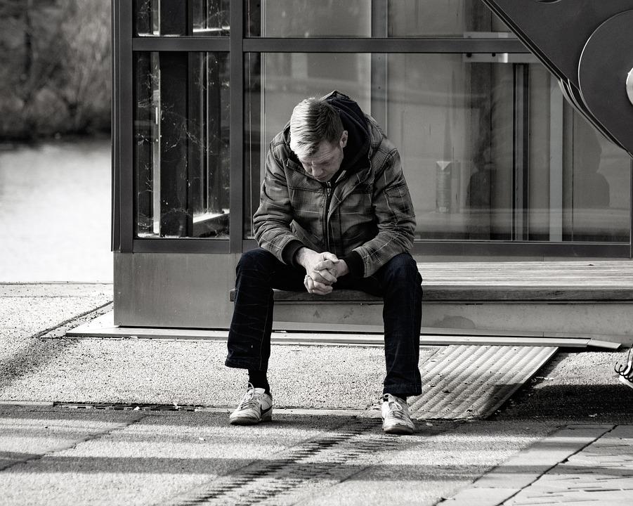 Depressione, in Italia costa 4 miliardi all'anno ma solo la metà dei malati riceve un aiuto adeguato