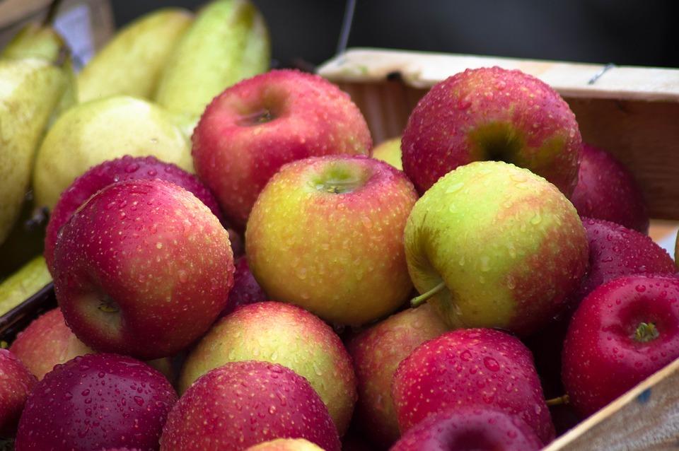 Mela, mangiare due frutti al giorno abbassa il colesterolo e riduce il rischio cardiovascolare