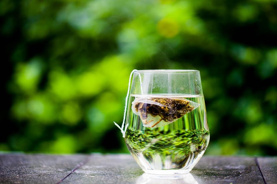 Salute, bere tè protegge il cuore e allunga la vita