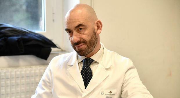 """Matteo Bassetti: """"Aumento indubbio di contagi, ma c'è troppo allarmismo"""""""