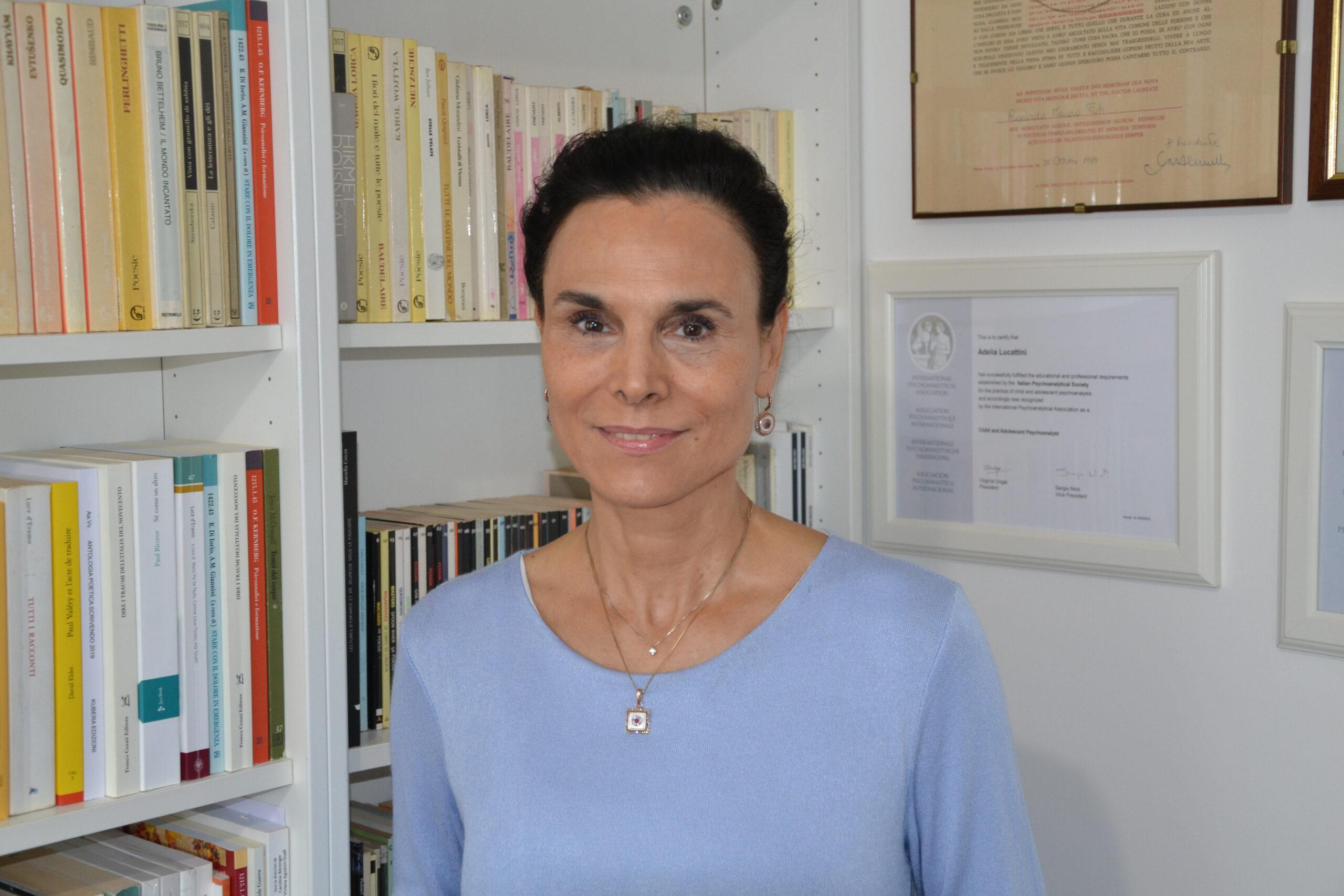 Intervista ad Adelia Lucattini  GLI ADOLESCENTI E L'USO SPERICOLATO DEI SOCIAL AI TEMPI DEL COVID-19  Di Maria Luisa Roscino